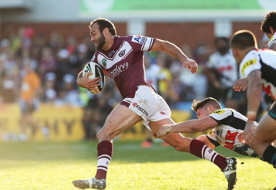 Digital Image by Robb Cox ©nrlphotos.com: Brett Stewart makes a break :NRL Rugby League - Round 25, Manly Warringah Sea Eagles V Penrith Panthers at Brookvale Oval, Sunday August 31st 2014.